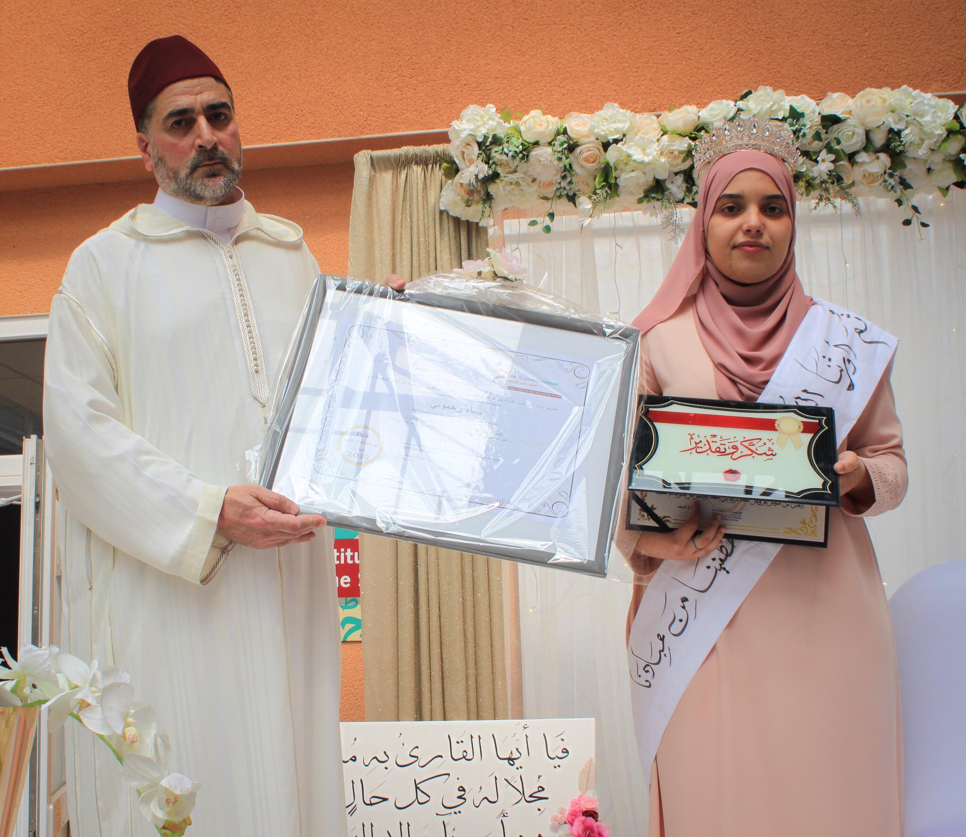 معهد جسر الأمانة بأنفرس يقيم حفل تكريم على شرف الحافظة لكتاب الله سناء رحموني.